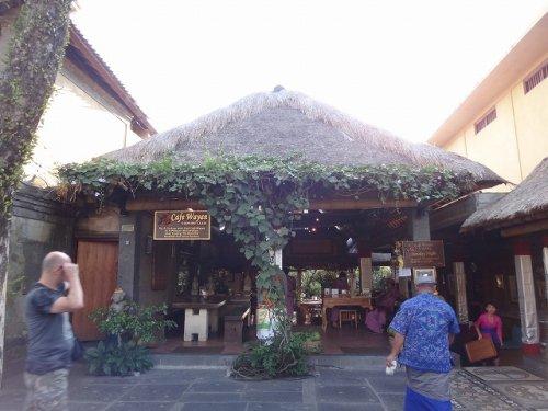 ウブドおすすめレストラン|カフェワヤンの外観