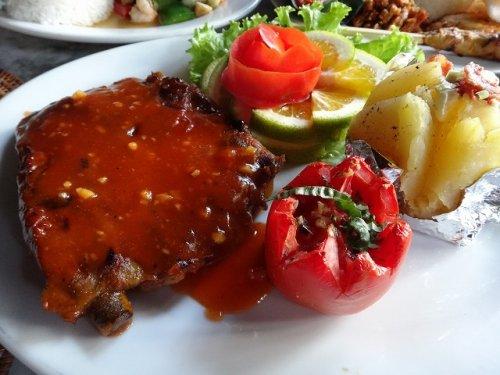 ウブドおすすめレストラン|カフェワヤンの豚肉料理