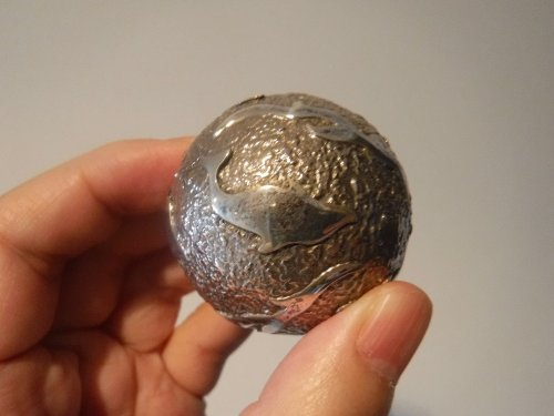 バリ島ウブドのお土産屋さんで見つけた大きなガムランボール
