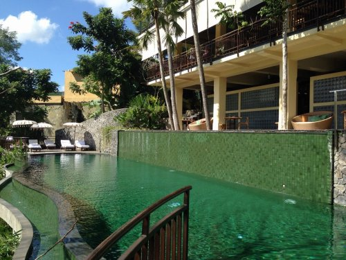 コマネカタンガユダ旅行記|ホテルのセンタープール