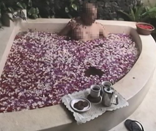 バリ島スパ|カップルおすすめ!ベルエアースパ_スパヴィラのフラワーバス