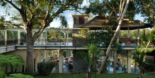 コマネカタンガユダの朝食会場、バリ料理レストラン「バツカルキッチン」全景