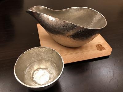 ニセコ昆布温泉鶴雅別荘杢の抄夕食処料理屋松籟(しょうらい)_ニセコ地酒錫の器