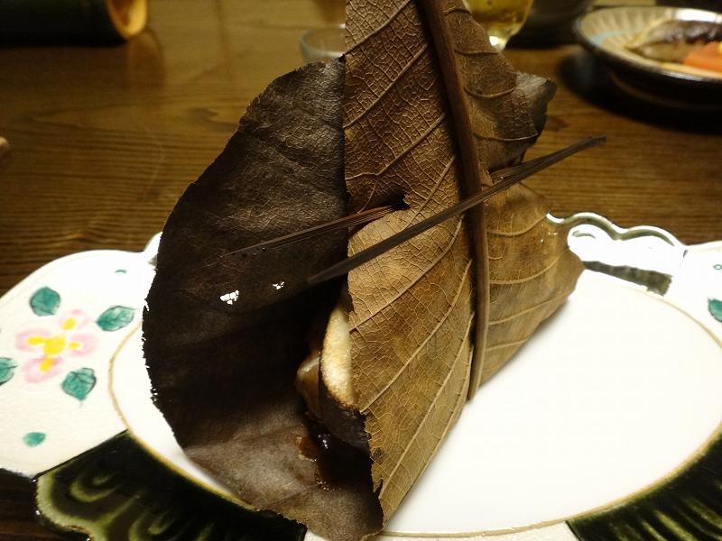 由布院わらび野食事夕食_里芋朴葉焼き