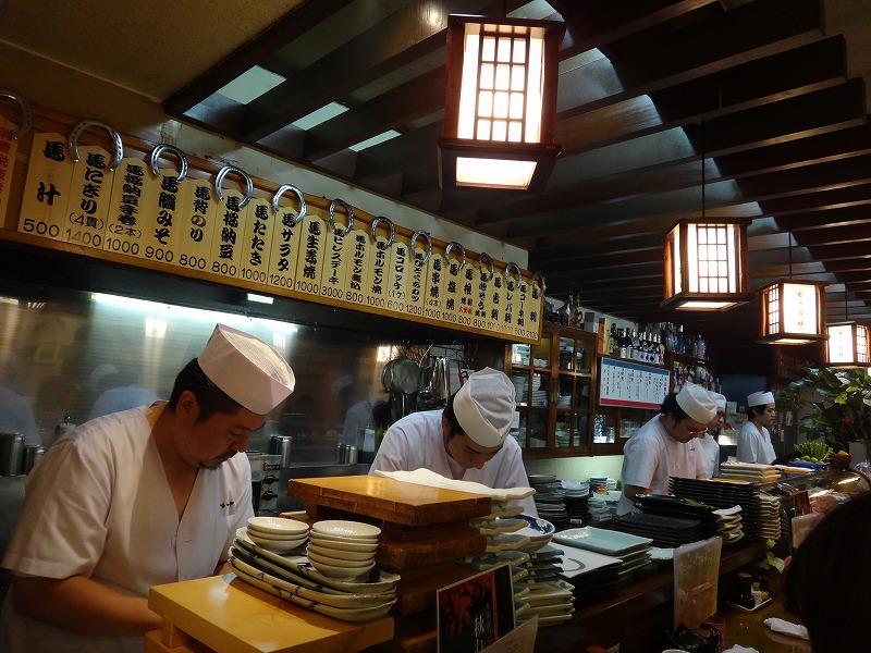 熊本の居酒屋で1・2を争う旨い馬刺し!馬肉料理むつ五郎_カウンター席からの眺め