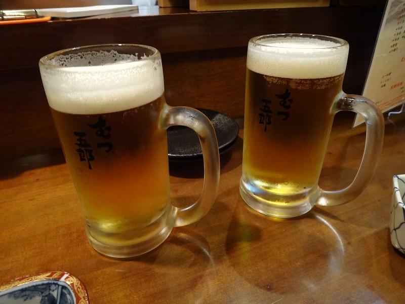 熊本の居酒屋で1・2を争う旨い馬刺し!馬肉料理むつ五郎_生ビールで乾杯