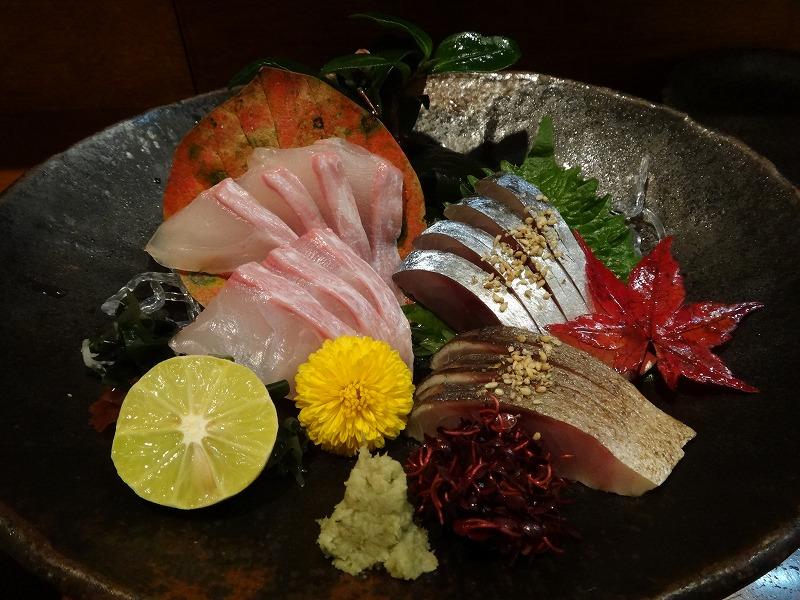 熊本の居酒屋で1・2を争う旨い馬刺し!馬肉料理むつ五郎_天草の海の幸お刺身盛り合わせ