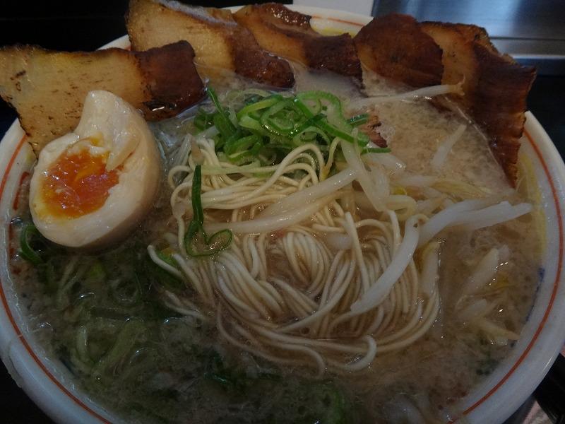 本場の豚骨博多ラーメンだるま総本店_麺