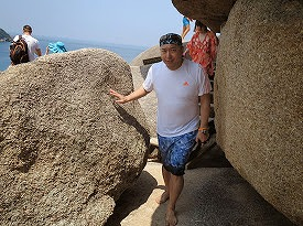 シミラン諸島ツアーNo.8シミラン島_岩歩き拡大