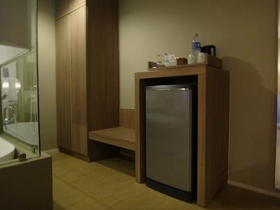 センシマーカオラック デラックスビーチサイド 客室備品_クローゼットと冷蔵庫