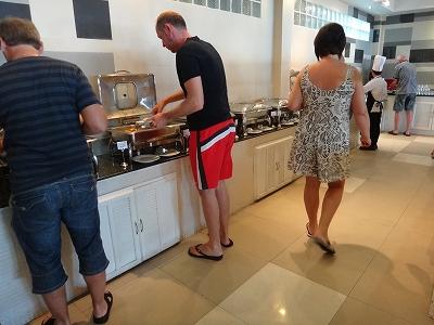 センシマーカオラック朝食ブッフェ_朝食会場のお料理コーナー