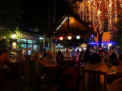 カオラックでおいしいタイ料理レストラン1.サラタイレストラン2015年リピート2日目_アウトエア満席