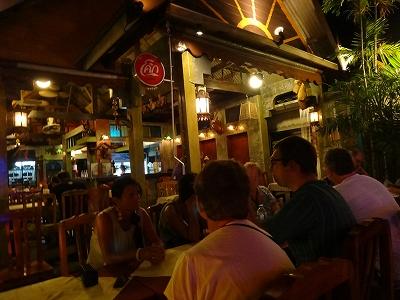 カオラックでおいしいタイ料理レストラン1.サラタイレストラン2015年リピート2日目_欧米人グループ