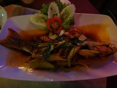 カオラックでおいしいタイ料理レストラン1.サラタイレストラン2015年リピート2日目_魚のディープフライ&チリソースがけ