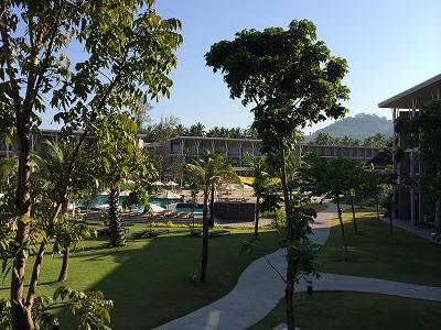 ザ・サンズ カオラック_部屋のバルコニーからホテルフロント(山側)を見た風景