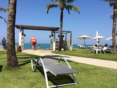 ザ・サンズ カオラック_ゴールデンサンズビーチにつながるホテル内の道