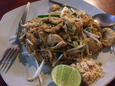 カオラックでおいしいタイ料理レストラン2.SOMSRI Restaurant_パットタイ