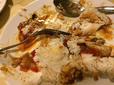 カオラックでおいしいタイ料理レストラン1.サラタイレストラン_辛すぎてご飯にチリソースを混ぜる