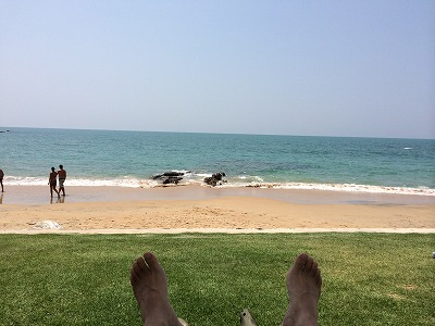 ザ・サンズ カオラック_ゴールデンサンズビーチをビーチベッドから眺める