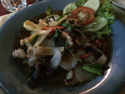 カオラックでおいしいタイ料理レストラン1.サラタイレストラン翌日リピート_イカのタマリンドソース炒め
