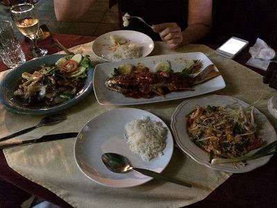 カオラックでおいしいタイ料理レストラン1.サラタイレストラン翌日リピート_3品のボリューム