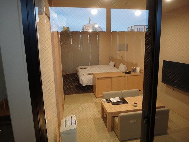伊勢外宮参道 伊勢神泉2階203号室_客室露天風呂からお部屋を見たところ