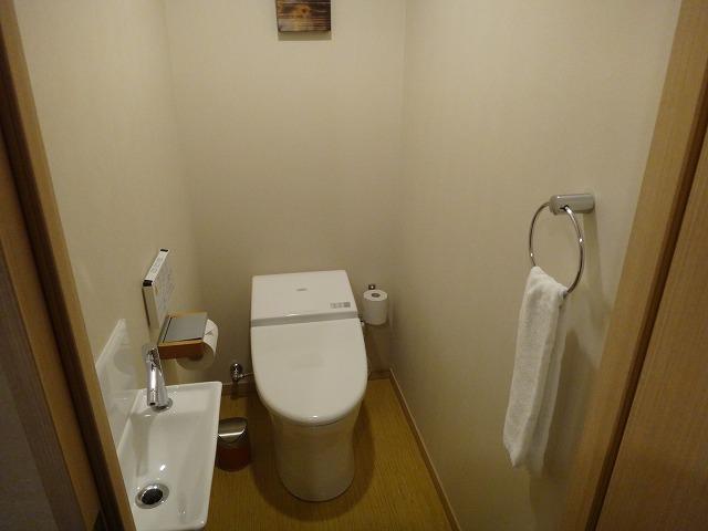 伊勢外宮参道 伊勢神泉2階203号室_入り口にあるトイレ