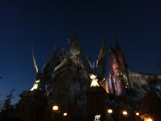 USJハリー・ポッターアトラクション_夜のホグワーツ魔法魔術学校ライトアップ3