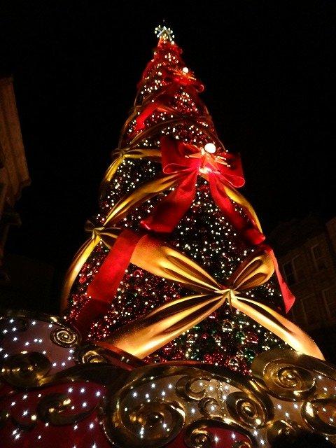 USJユニバーサルスタジオジャパン大阪のクリスマスツリーイルミネーション1