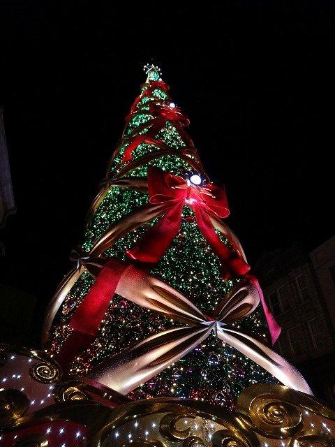 USJユニバーサルスタジオジャパン大阪のクリスマスツリーイルミネーション3