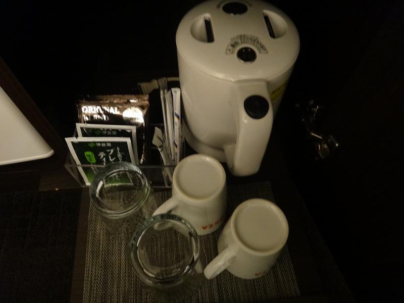 ホテルフォルツァFORZA博多筑紫口ツインルーム_お茶セット