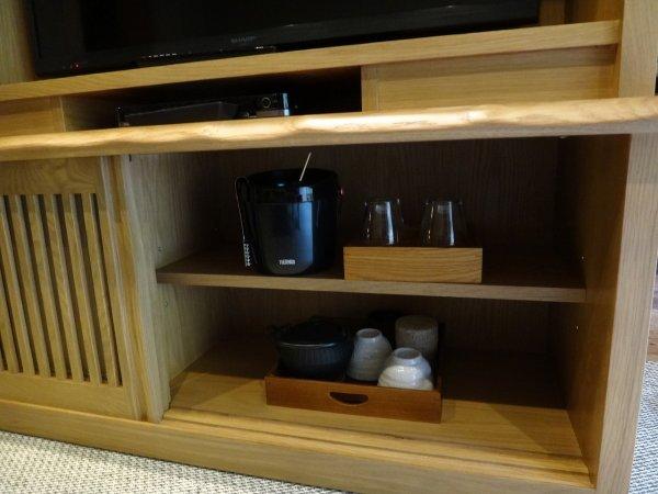 カムイの湯ラビスタ阿寒川森側の部屋_アイスペールやグラス 日本茶セット