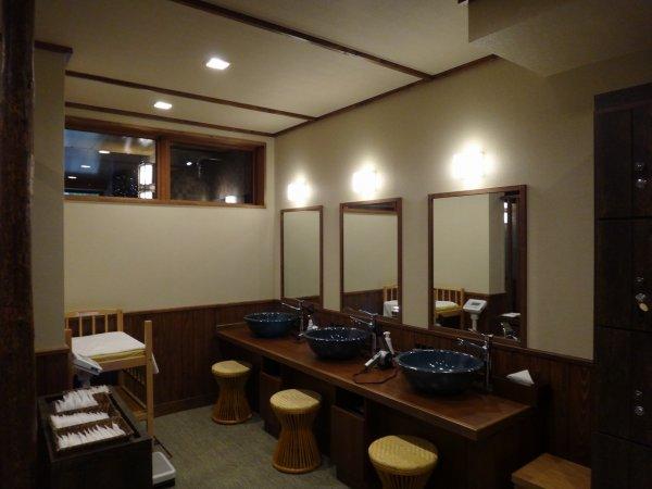 北海道の温泉ラビスタ阿寒川天然温泉大浴場_男湯 洗面スペース