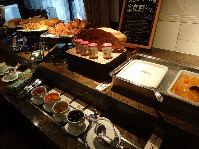 ラビスタ大雪山2016年4月朝食和洋バイキング料理_パンとジャム