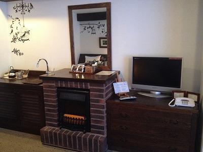 ラビスタ大雪山マウントビューツイン客室_リビングスペースの暖炉もどき