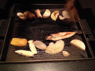 ラビスタ大雪山夕食レストランヌプリ狩人焼コース_鉄板で焼く1