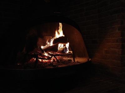 ラビスタ大雪山 夜のロビーラウンジ_暖炉