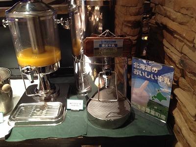 ラビスタ大雪山2013年11月朝食和洋バイキング料理_牛乳