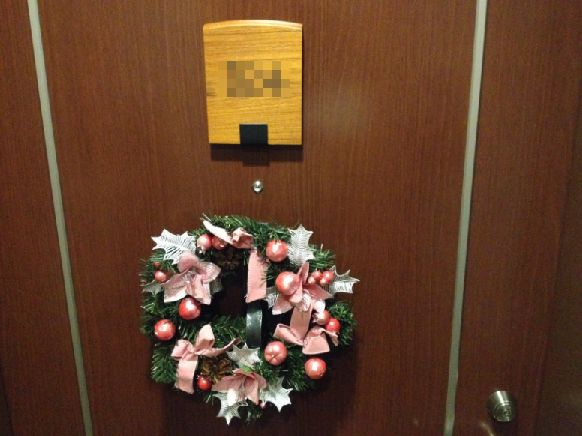 ラビスタ大雪山マウントビューツイン客室_入り口のクリスマスリース
