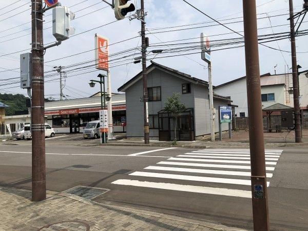 北海道積丹半島美国町のセイコーマートがある交差点