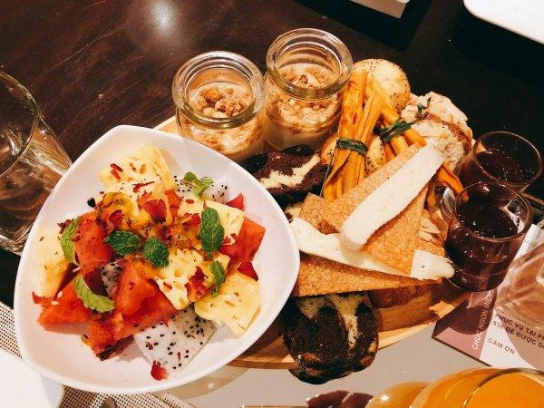 フュージョンマイアダナンルームサービスで夜9時に食べた朝食_共通メニュー