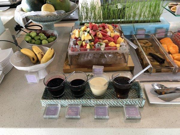 フュージョンマイアダナン朝食ブッフェ_フレッシュフルーツフルーツのコーナー