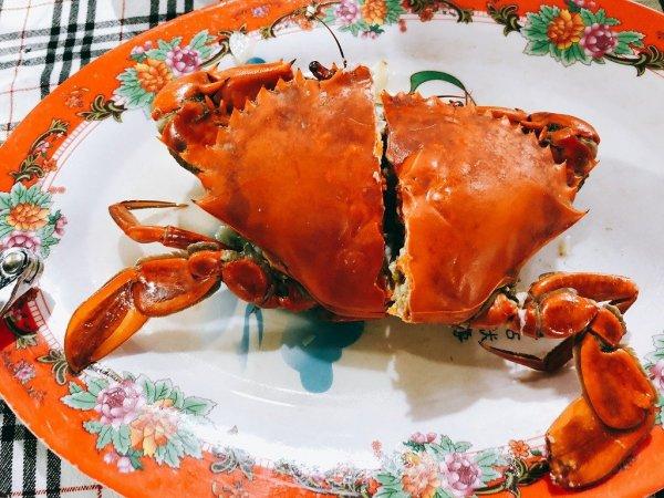 ベトナム・ダナンのローカルシーフードレストラン_タインヒエン2(Thanh Hien2)_渡り蟹のニンニク蒸し