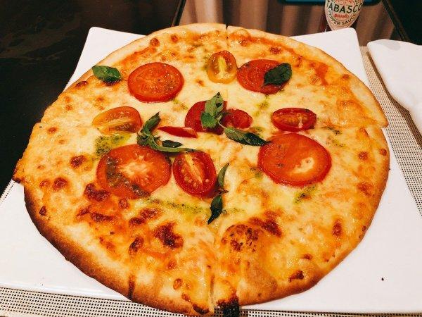 フュージョンマイアダナンルームサービスで食べたPIZZA Marugarita1