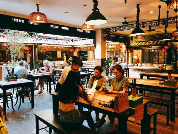 ホイアンのレストランおすすめVy's Market Restaurant_接客