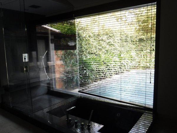 フュージョンマイアダナン部屋_バスルームからの外の景色