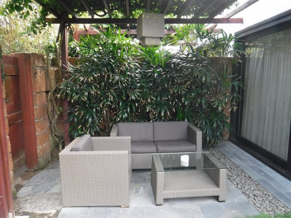 フュージョンマイアダナン部屋_客室プライベートプールのソファースペース