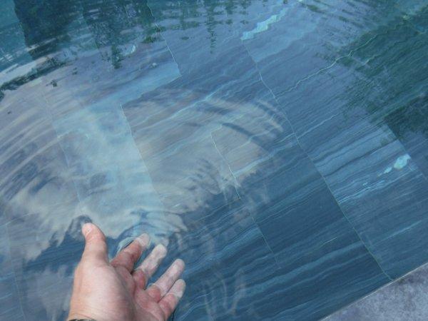 フュージョンマイアダナン部屋_客室プライベートプールの水