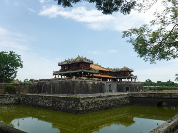 フベトナムフエ1日観光|世界遺産グエン朝王宮までの道路