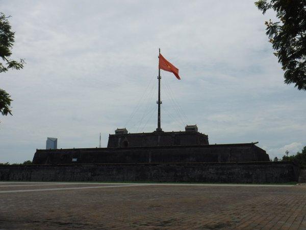 ベトナムフエ1日観光|世界遺産グエン朝王宮の近くにある大砲台